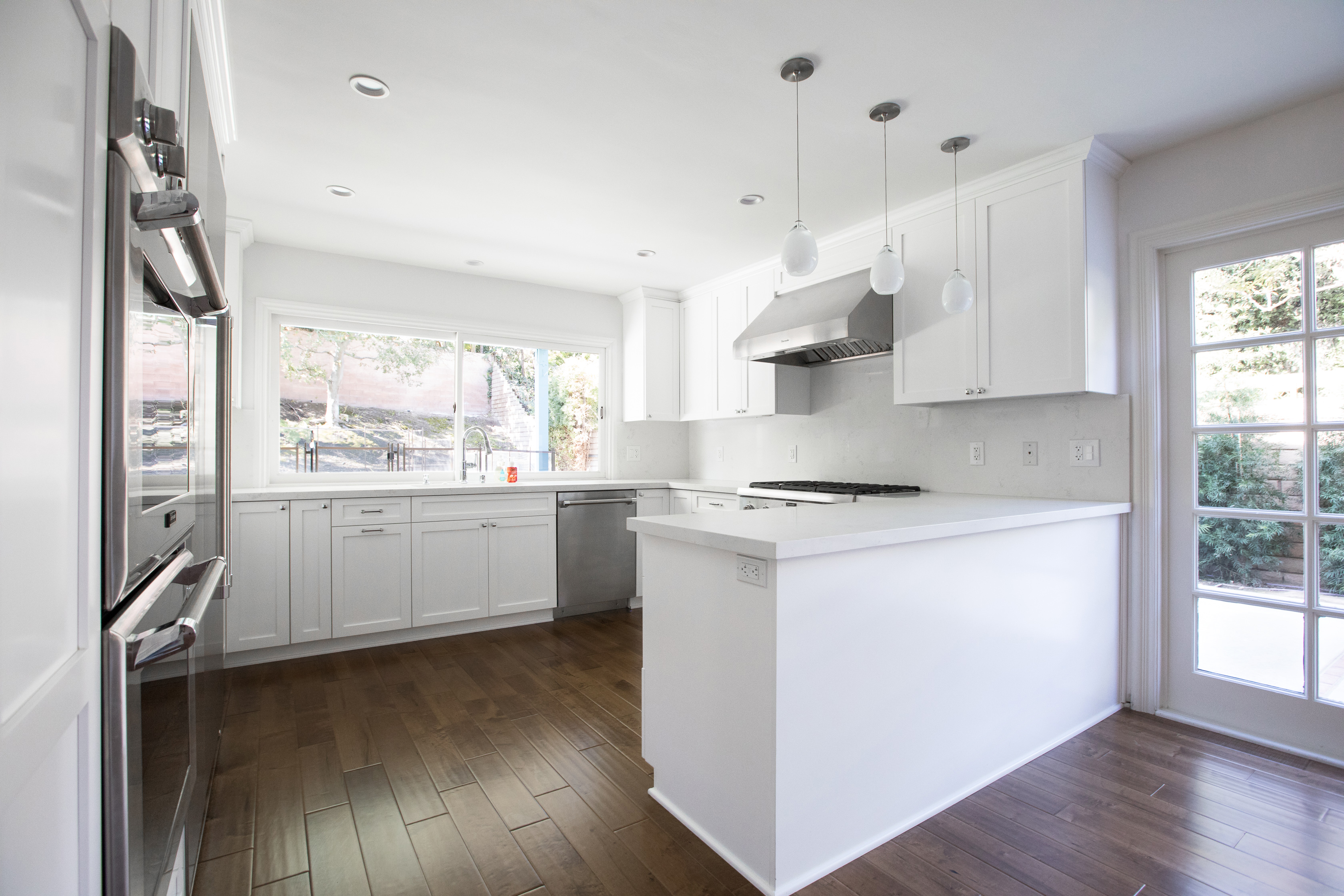 Kitchen Remodel with White Shaker and Marble Backsplash in Los Angeles