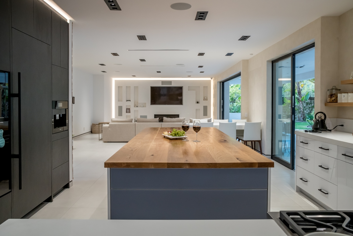 Luxurious Modern Kitchen and Dining Room Remodel in Calabasas